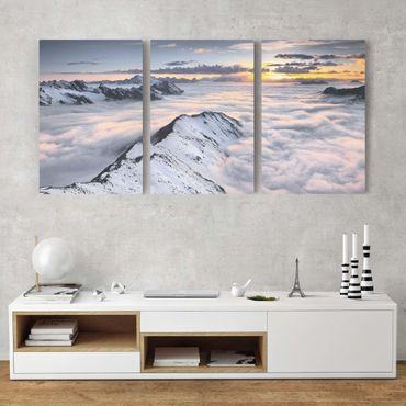 Leinwandbild 3-teilig - Blick über Wolken und Berge - Hoch 2:3
