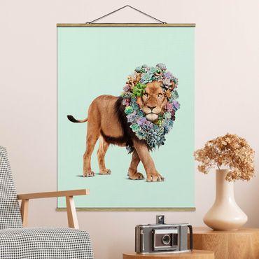 Stoffbild mit Posterleisten - Jonas Loose - Löwe mit Sukkulenten - Hochformat 4:3