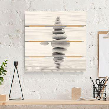 Holzbild - Steinturm im Wasser Schwarz-Weiß - Quadrat 1:1