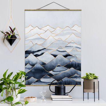 Stoffbild mit Posterleisten - Elisabeth Fredriksson - Aquarell Berge Weiß Gold - Hochformat 4:3
