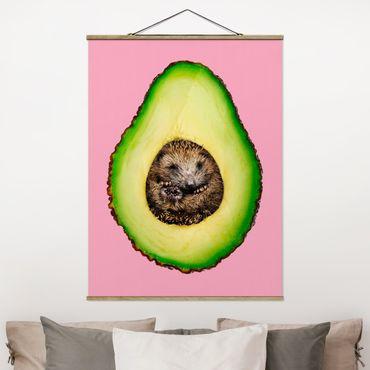 Stoffbild mit Posterleisten - Jonas Loose - Avocado mit Igel - Hochformat 4:3