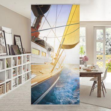 Raumteiler - Segelboot auf blauem Meer bei Sonnenschein 250x120cm