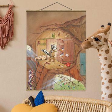 Stoffbild mit Posterleisten - Wassili Waschbär - Wassili am Küchenschrank - Hochformat 4:3