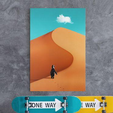 Leinwandbild - Jonas Loose - Wüste mit Pinguin - Hochformat 3:2