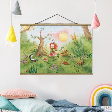 Stoffbild mit Posterleisten - Frida sammelt Kräuter - Querformat 3:2