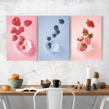 Leinwandbild 3-teilig - Bunte Früchte Milch Splash - Hoch 2:3