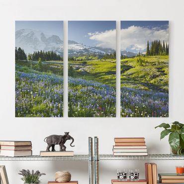 Leinwandbild 3-teilig - Bergwiese mit Blumen vor Mt. Rainier - Hoch 1:2