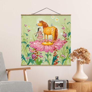 Stoffbild mit Posterleisten - Das Zauberpony auf der Blüte - Quadrat 1:1