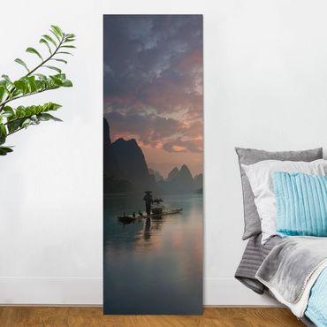 Leinwandbild - Sonnenaufgang über chinesischem Fluss - Panorama Hochformat 3:1