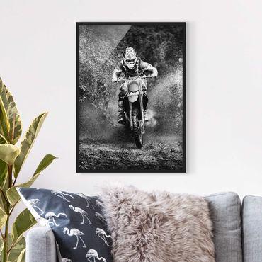 Bild mit Rahmen - Motocross im Schlamm - Hochformat 3:4