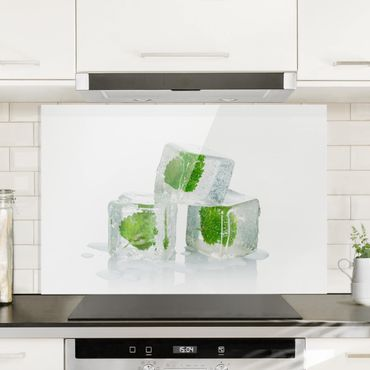 Spritzschutz Glas - Drei Eiswürfel mit Melisse - Querformat - 3:2