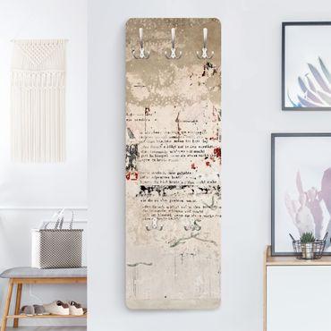 Garderobe - Alte Betonwand mit Bertolt Brecht Versen