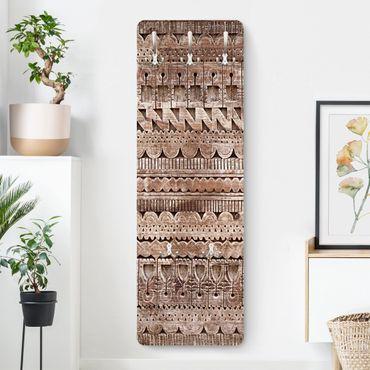 Garderobe - Alte verzierte marokkanische Holztür in Essaouria