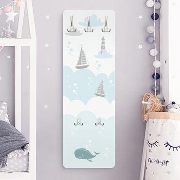 Garderobe - Wolken mit Wal und Leuchtturm