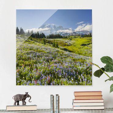 Glasbild - Bergwiese mit Blumen vor Mt. Rainier - Quadrat 1:1