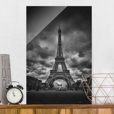 Glasbild - Eiffelturm vor Wolken schwarz-weiß - Hochformat 3:2