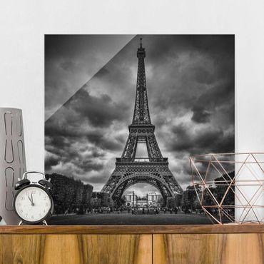 Glasbild - Eiffelturm vor Wolken schwarz-weiß - Quadrat 1:1