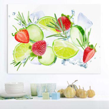 Glasbild - Erdbeeren Limetten Eiswürfel Splash - Querformat 4:3