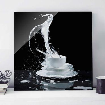 Glasbild - Geschirr mit Spülmittel-Splash - Quadrat 1:1