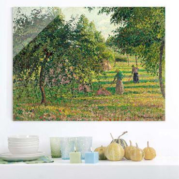 Glasbild - Kunstdruck Camille Pissarro - Apfelbäume und Heuwender in Eragny - Impressionismus Quer 4:3