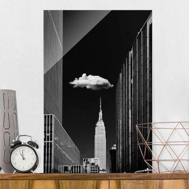 Glasbild - New York mit einzelner Wolke - Hochformat 3:2