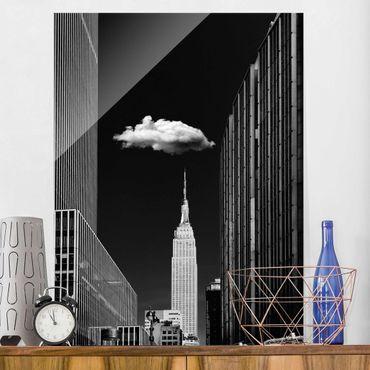 Glasbild - New York mit einzelner Wolke - Hochformat 4:3