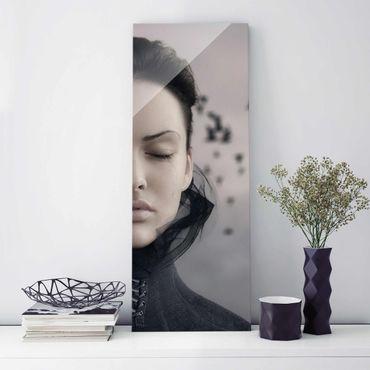 Glasbild - Porträt einer weinenden Frau - Panorama Hoch