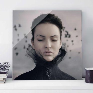 Glasbild - Porträt einer weinenden Frau - Quadrat 1:1