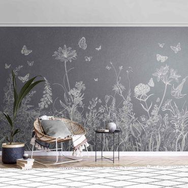 Metallic Tapete  - Große Blumen mit Schmetterlingen in Grau