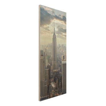 Holz Wandbild - Sonnenaufgang in New York - Panorama Hoch