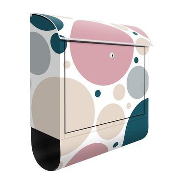 Briefkasten - Komposition aus kleinen und großen Kreisen
