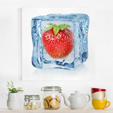 Leinwandbild - Erdbeere im Eiswürfel - Quadrat 1:1