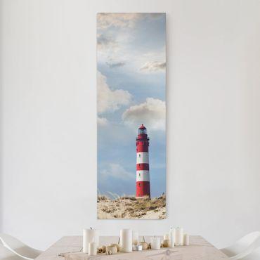 Leinwandbild - Leuchtturm in den Dünen - Panorama Hoch