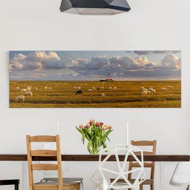 Leinwandbild - Nordsee Leuchtturm mit Schafsherde - Panorama Quer