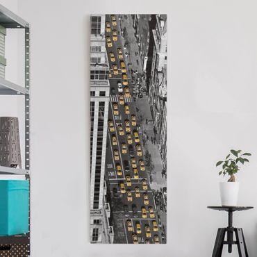 Leinwandbild Schwarz-Weiß - Taxiverkehr in Manhattan - Panoramabild Hoch
