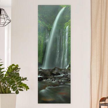 Leinwandbild - Tropischer Wasserfall - Panoramabild Hoch