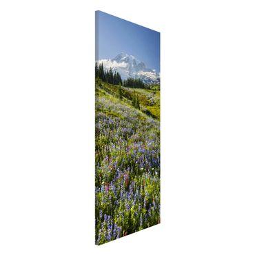 Magnettafel - Bergwiese mit Blumen vor Mt. Rainier - Memoboard Panorama Hochformat