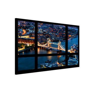Magnettafel - Fensterausblick auf Tower Bridge bei Nacht - Memoboard Quer