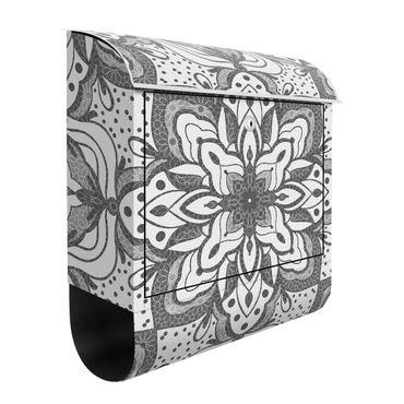 Briefkasten - Mandala mit Raster und Punkten in Grau