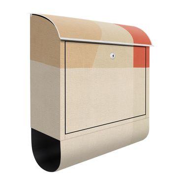 Briefkasten - Oranges Rechteck auf Beige