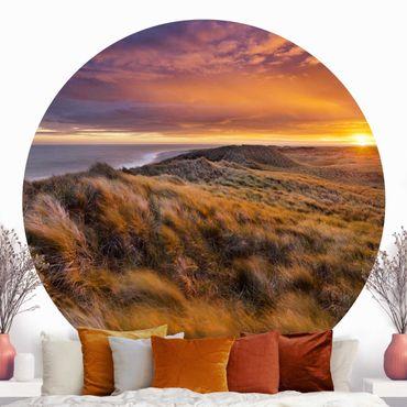 Runde Tapete selbstklebend - Sonnenaufgang am Strand auf Sylt