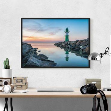 Bild mit Rahmen - Sunset at the Lighthouse - Querformat
