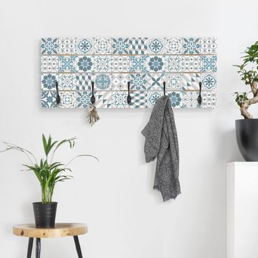 Wandgarderobe Holz - Geometrischer Fliesenmix Blaugrau