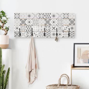 Wandgarderobe Holz - Geometrischer Fliesenmix Grau
