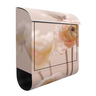 Briefkasten - Zarter Strauch an Rosa Blüten
