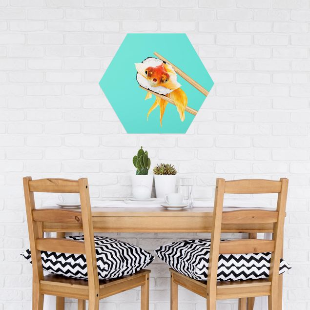 Hexagon Bild Alu-Dibond - Jonas Loose - Sushi mit Goldfisch