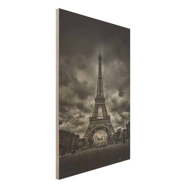 Holzbild - Eiffelturm vor Wolken schwarz-weiß - Hochformat 3:2