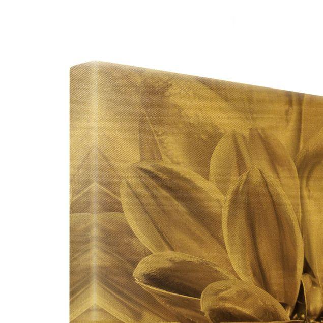 Leinwandbild Gold - Bronzener Dahlientraum - Hochformat 3:4