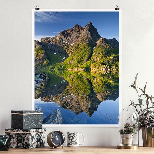 Poster - Berglandschaft mit Wasserspiegelung in Norwegen - Hochformat 3:4