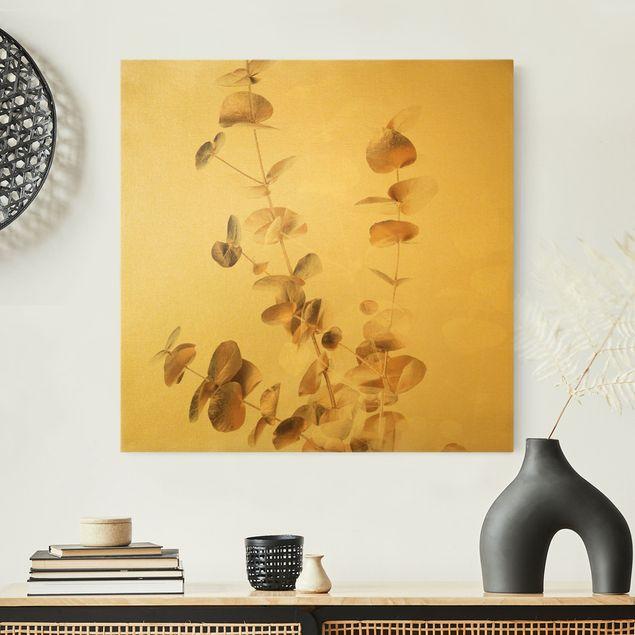 Leinwandbild Gold - Goldene Eukalyptuszweige mit Weiß - Quadrat 1:1